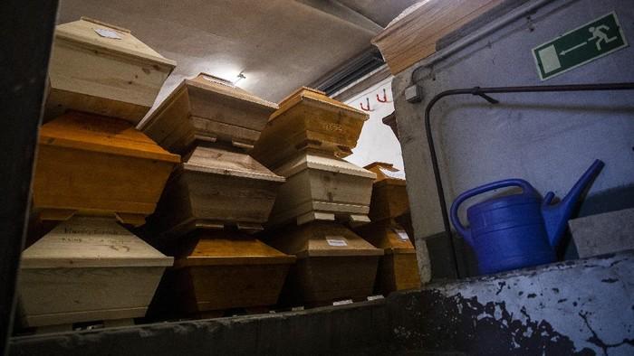 Jumlah kasus infeksi Corona di Jerman tembus 2 juta kasus. Keparahan pandemi Corona ini terlihat dari tumpukkan peti mati jenazah pasien COVID-19 di krematorium