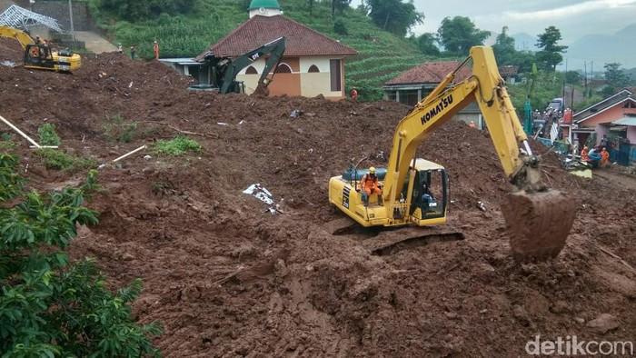 Pencarian korban longsor Cimanggung Sumedang diperpanjang 3 hari
