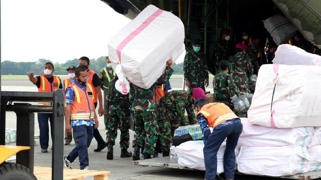 TNI AU Kerahkan 2 Hercules ke Sulbar-Kalsel, Angkut Personel-Logistik-Tenda