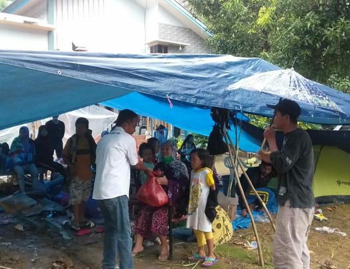 PT Bank Rakyat Indonesia (Persero) Tbk (BBRI) menyalurkan bantuan awal tanggap darurat bagi para korban gempa bumi di Majene dan Mamuju, Sulawesi Barat.