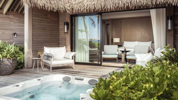 Pulau pribadi ini bisa menampung 24 tamu di tiga bangunan. Ada dua kamar tidur, ruang bersama, kolam renang dan jacuzzi atau kolam air hangat. (CNN)