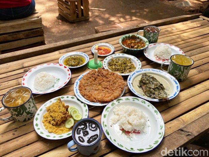 Seru! Di 5 Tempat Ini Bisa Kulineran di Tengah Kebun Asri