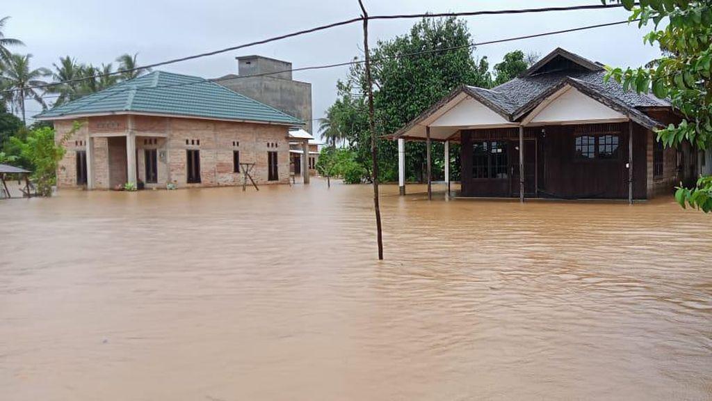 Banjir di Kalsel Rendam Jalan Lintas Provinsi