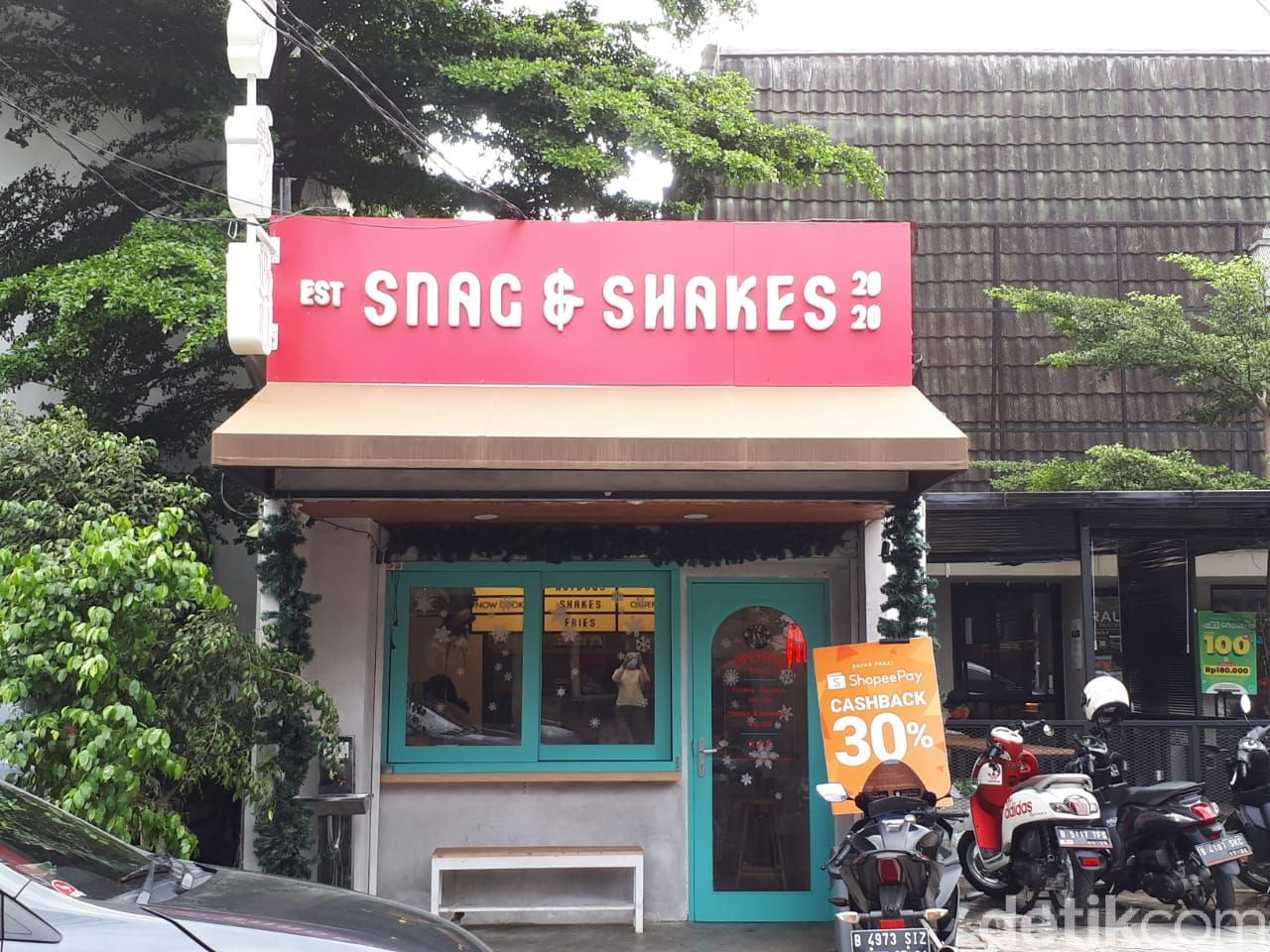 Snag and Shakes: Cicip Hot Dog Topping Nasi Gila di Gerai Giorgino Abraham