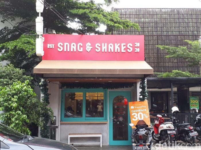 Snag and Shakes: Cicip Hot Dog Topping Nasi Gila di Gerai Giorgino Abraham