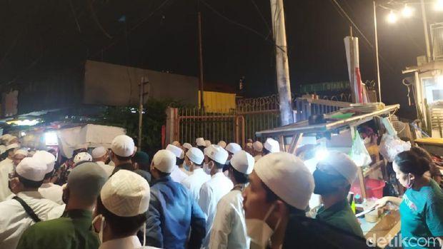 Suasana di kawasan Tebet, Jaksel pukul 21.00 WIB.