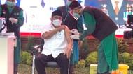 10 Pejabat dan Tokoh Masyarakat Awali Vaksinasi COVID-19 di Sidoarjo
