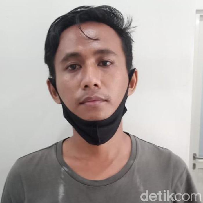 Pria yang membuat resah kaum hawa di sebuah perumahan elit Surabaya ditangkap. Pria bersinial DP (29) tersebut merupakan begal payudara.
