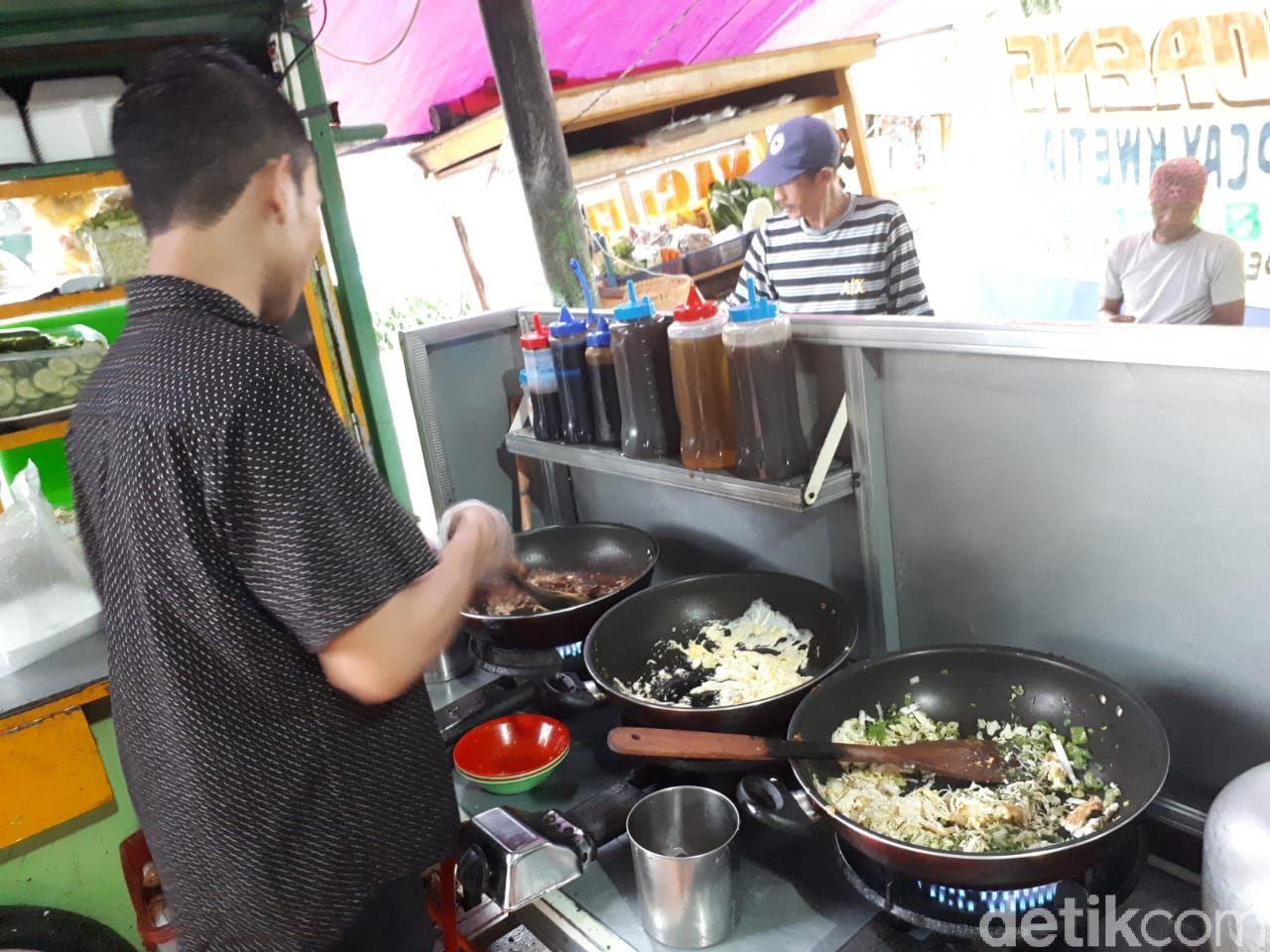 Bubur Goreng Bang Juna yang Unik di Jagakarsa, Jakarta Selatan