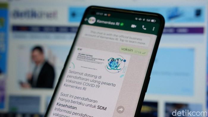 Chatbot WhatApp mendaftaran vaksinasi Covid-19