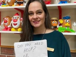 Kisah Waitress Selamatkan Anak yang Disiksa Orangtua Lewat Pesan Rahasia