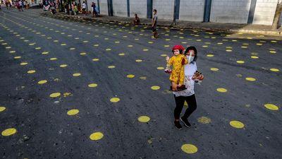 Jalanan di Manila Mendadak Polkadot