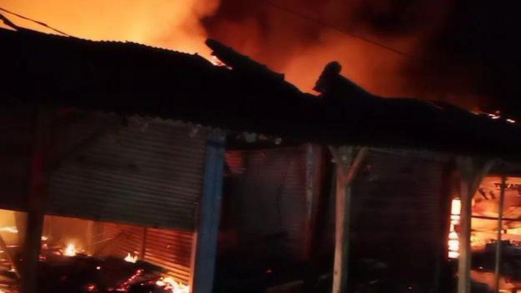 Kebakaran di Pasar Pamanukan Subang, 128 Kios Hangus