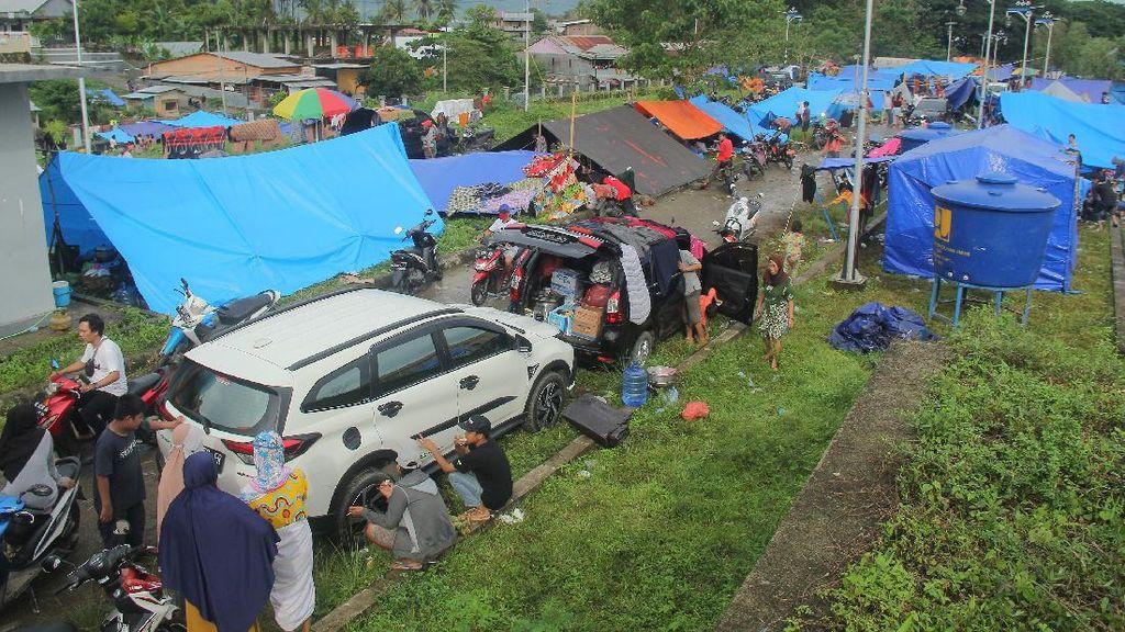 Antisipasi Pengungsi Gempa Sulbar Rebutan Logistik, Polisi Kawal Bantuan