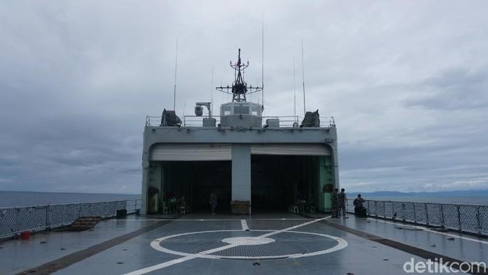KRI Teluk Ende tiba di Sulbar bawa bantuan sembako dan obat-obatan untuk korban gempa