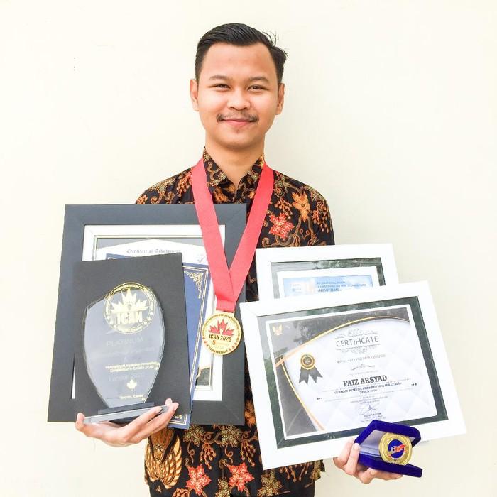 Mahasiswa Universitas Brawijaya (UB) Kediri meraih gold medal dan penghargaan platinum di 7 negara. Tujuh negara itu berada di Benua Eropa, Amerika dan Afrika.