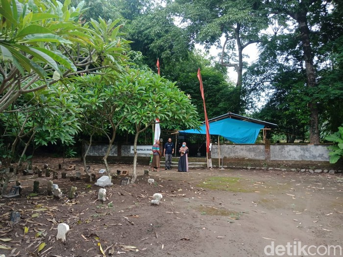 Makam Medeleg Jombang Jadi Tempat Ritual, Apa Kata Warga Setempat?