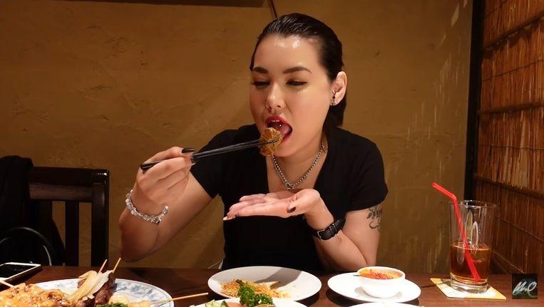 Miyabi Doyan Makan Mie Goreng dan Sate