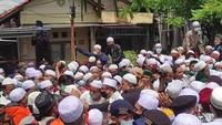 Ingin Masuk ke Permakaman, Para Pelayat Habib Ali Sempat Dorong-dorongan