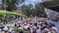 Kerumunan Tak Terelakkan di Pemakaman Habib Ali bin Assegaf