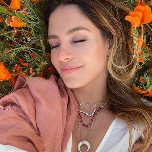 Potret Sarah Kohan, Istri Chicharito yang Suka Pamer Keseksian
