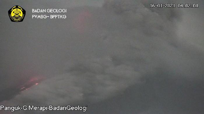 Terjadi awan panas guguran di Gunung Merapi, Sabtu (16/1/2021) pukul 04.00 WIB.