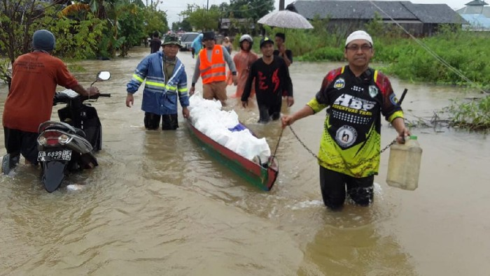 Warga Banjarmasin terjebak banjir. (M Risanta/detikcom)