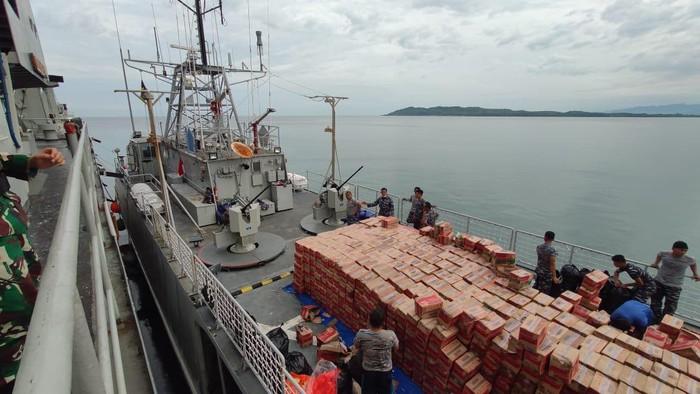 Angkut Bantuan Korban Gempa, 3 Kapal Perang TNI AL Tiba di Mamuju
