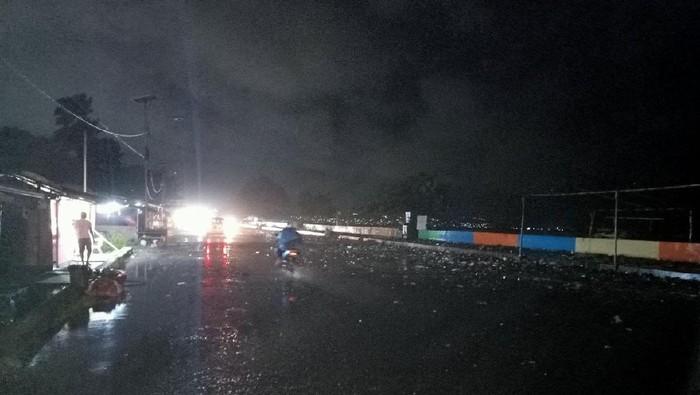Banjir Gelombang Laut Pasang di Manado