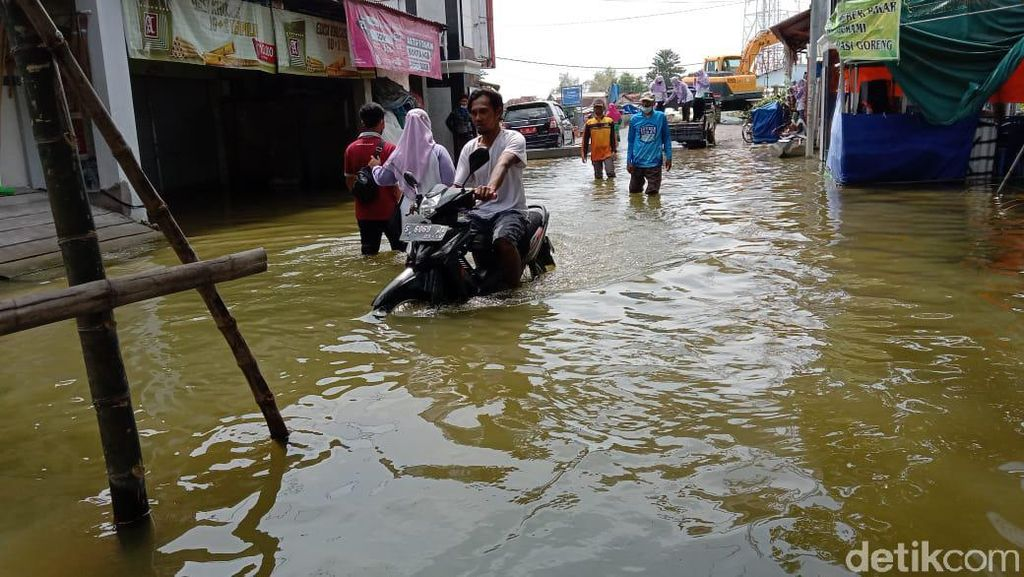 Banjir Mulai Surut, Warga Lamongan Mulai Diserang Gatal hingga Flu