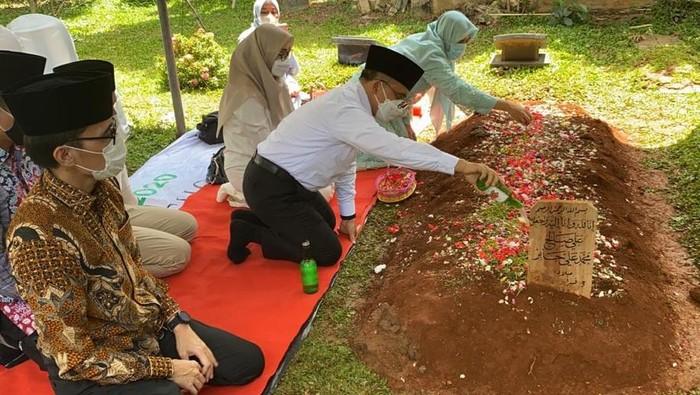 Meninggalnya Syekh Ali Jaber menyisakan duka mendalam bagi banyak orang. Termasuk Bupati Banyuwangi Abdullah Azwar Anas.