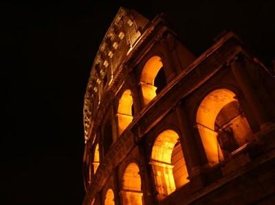 Colosseum Roma Saat Malam Hari, Oh Indahnya...
