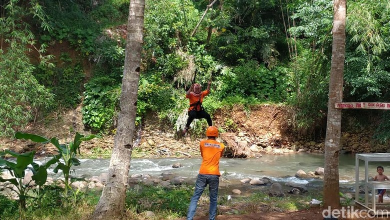 Flying Fox di Sedekan River Tubing