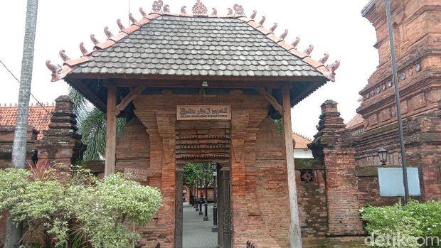 Gapura di Kompleks Menara Kudus