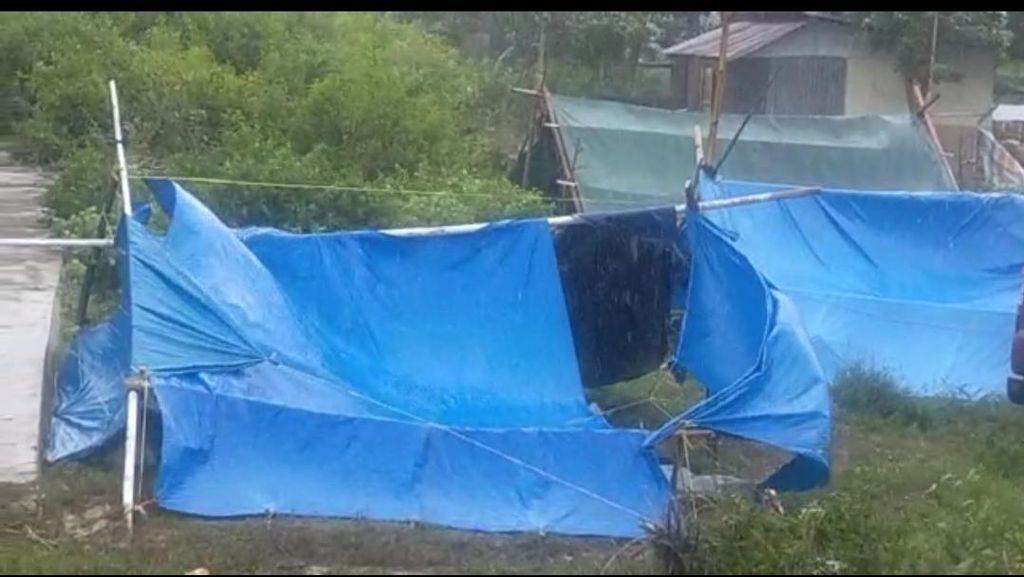 Hujan Disertai Angin Kecang Guyur Majene, Tenda Pengungsi Gempa Sulbar Rusak