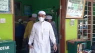 Menantu Habib Rizieq Datang Berziarah ke Makam Habib Ali bin Assegaf