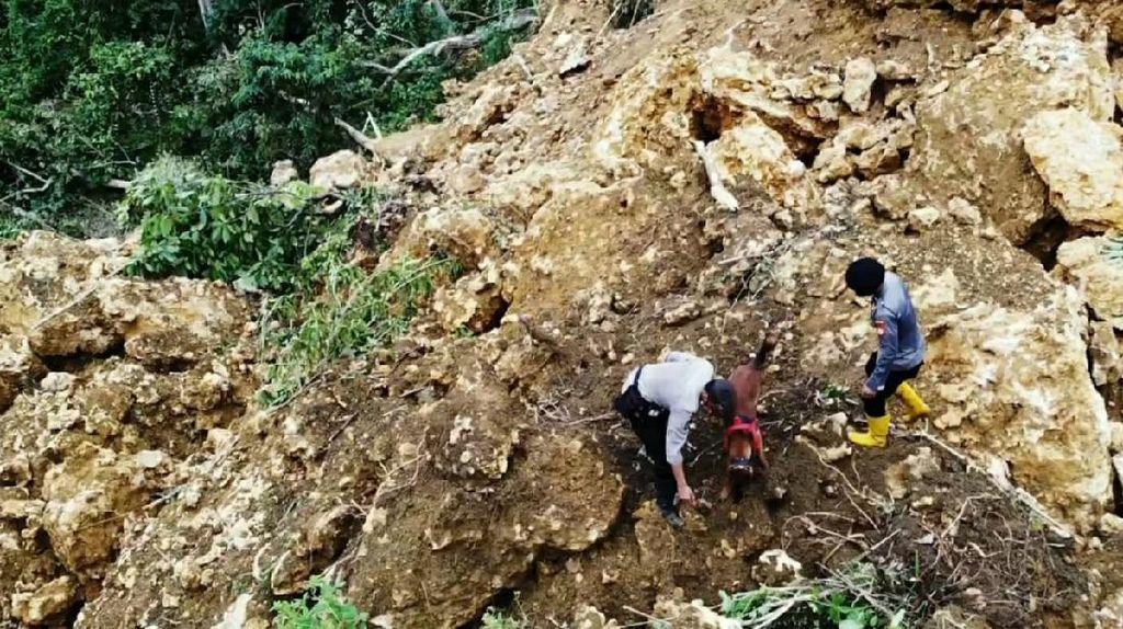 Brimob Polda Sulsel Cari 1 Korban Tertimbun Longsor Akibat Gempa Majene