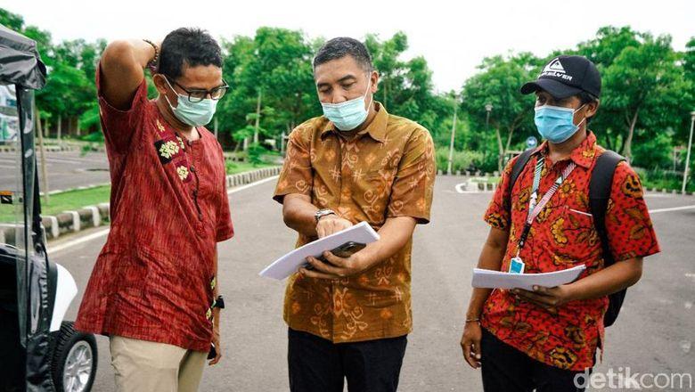 Menteri Pariwisata dan Ekonomi Kreatif (Menparekraf) Sandiaga Salahuddin Uno bersama jajaran Kemenparekraf meninjau kawasan Destinasi Pariwisata Super Prioritas (DPSP) The Mandalika yang dikembangkan oleh PT Persero Indonesia Tourism Development Corporation (ITDC).
