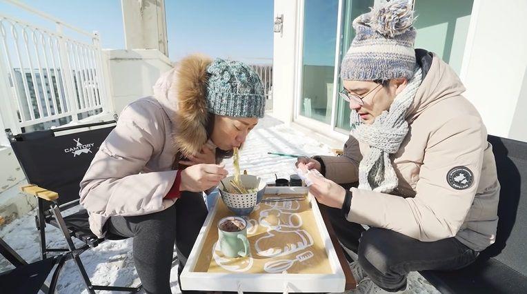 Makan Indomie di Tengah Salju Korea dengan Suhu -14 Derajat Celcius