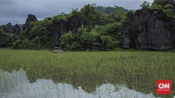 Kementerian Pariwisata dan Ekonomi Kreatif (Kemenparekraf) mendukung desa wisata Rammang-rammang, Maros, Sulsel mendapatkan status UNESCO Geopark. CNN Indonesia/Bisma Septalismaaa