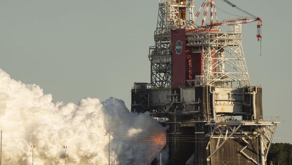 NASA Uji Coba Roket Raksasa Pembawa Astronaut ke Bulan