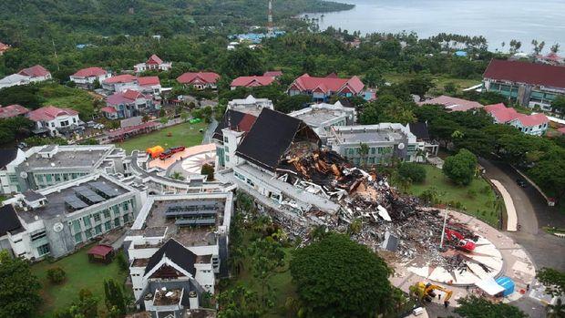 Beginilah potret udara Kerusakan Kantor Gubernur Sulawesi Barat yang diguncang gempa M 6.2.