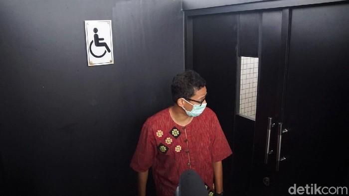 Menparekraf Sandiaga Uno memamerkan fasilitas toilet di Mandalika, Lombok Barat, NTB. Ia pun mengklaim fasilitas toilet itu sebagai yang terbaik se-Indonesia.