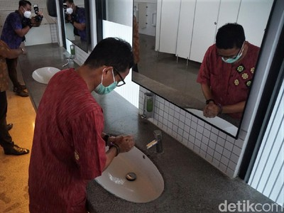 Sandiaga Uno Pamer Toilet Tempat Wisata Terbaik di Indonesia