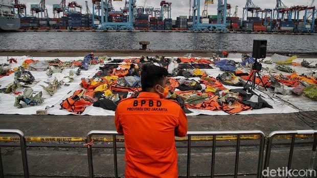 Proses pencarian dan evakuasi pesawat dan korban Sriwijaya Air SJ182 masih terus dilakukan. Tim SAR gabungan pun mempersempit sektor pencarian menjadi 4 sektor.