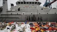 10 Hari Evakuasi, KRI Rigel Bersandar di Posko Darurat SJ-182
