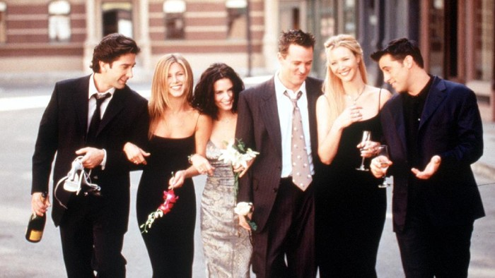 The Cast Of Friends 1999-2000 Season. From L-R: David Schwimmer, Jennifer Aniston, Courteney Cox Arquette, Matthew Perry, Lisa Kudrow And Matt Leblanc.  (Photo By Getty Images)