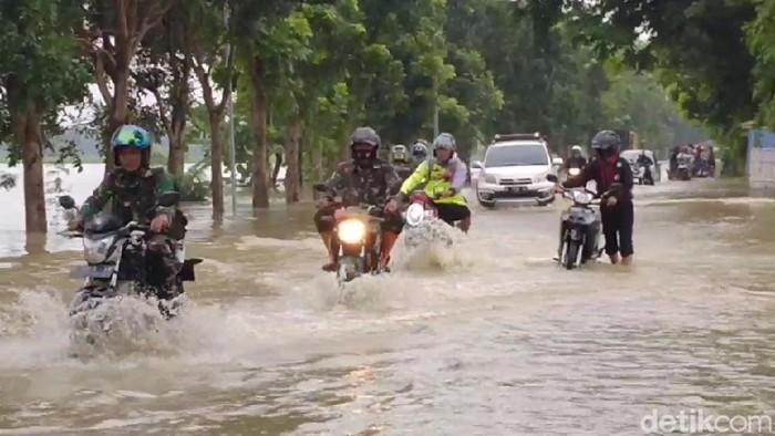 Banjir menggenangi akses antar kecamatan di Majalengka