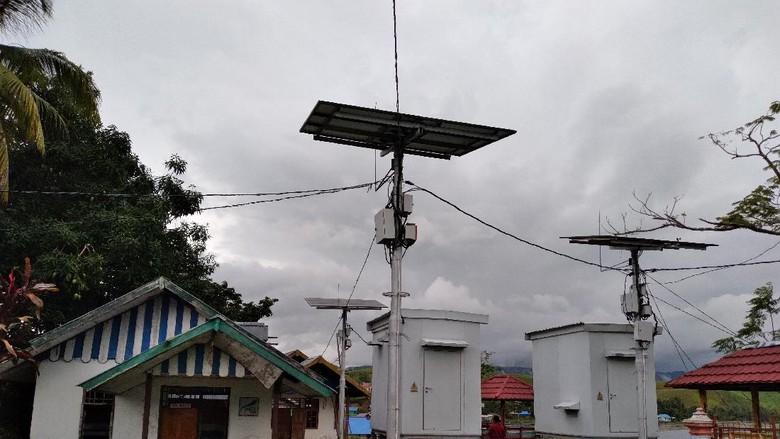 Kampung Abar di Papua boleh bangga karena telah memanfaatkan listrik dari tenaga matahari dan kulit pohon sagu. Selain modern, teknologi ini juga ramah lingkungan.