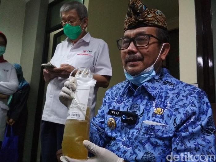 Bupati Cirebon Imron Rosyadi donor plasma darah